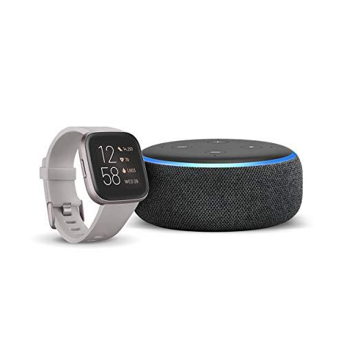 Fitbit Versa 2 - Gesundheits- und Fitness-Smartwatch Steingrau/Nebelgrau + Echo Dot (3. Gen.) Intelligenter Lautsprecher mit Alexa, Anthrazit Stoff