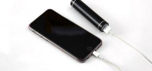 iOS-Warnungen vor Drittakkus: Apple verteidigt sein Vorgehen