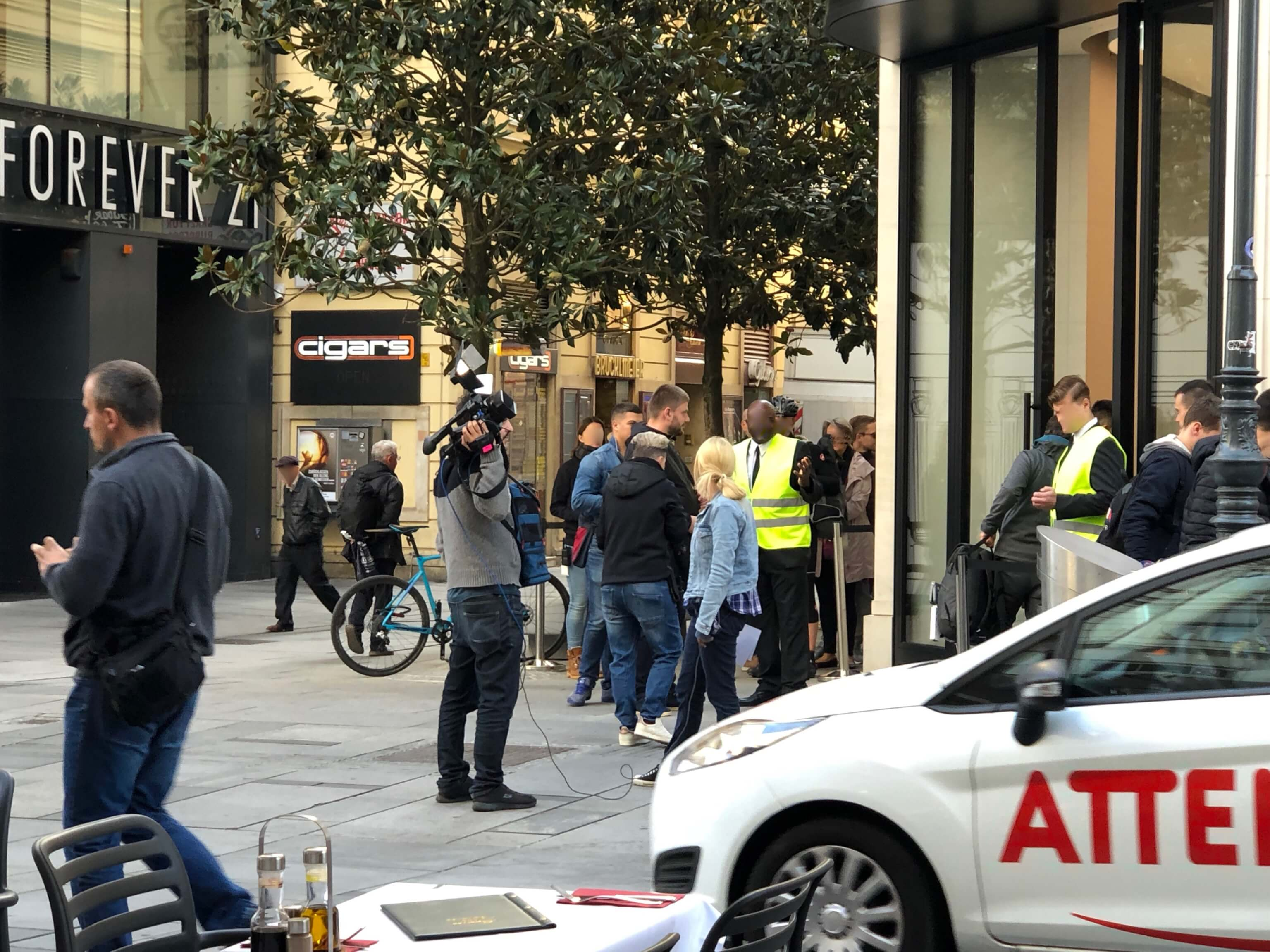 Apple Store Wien zum iPhone 11-Start - L. Gehrer / WakeUp Media